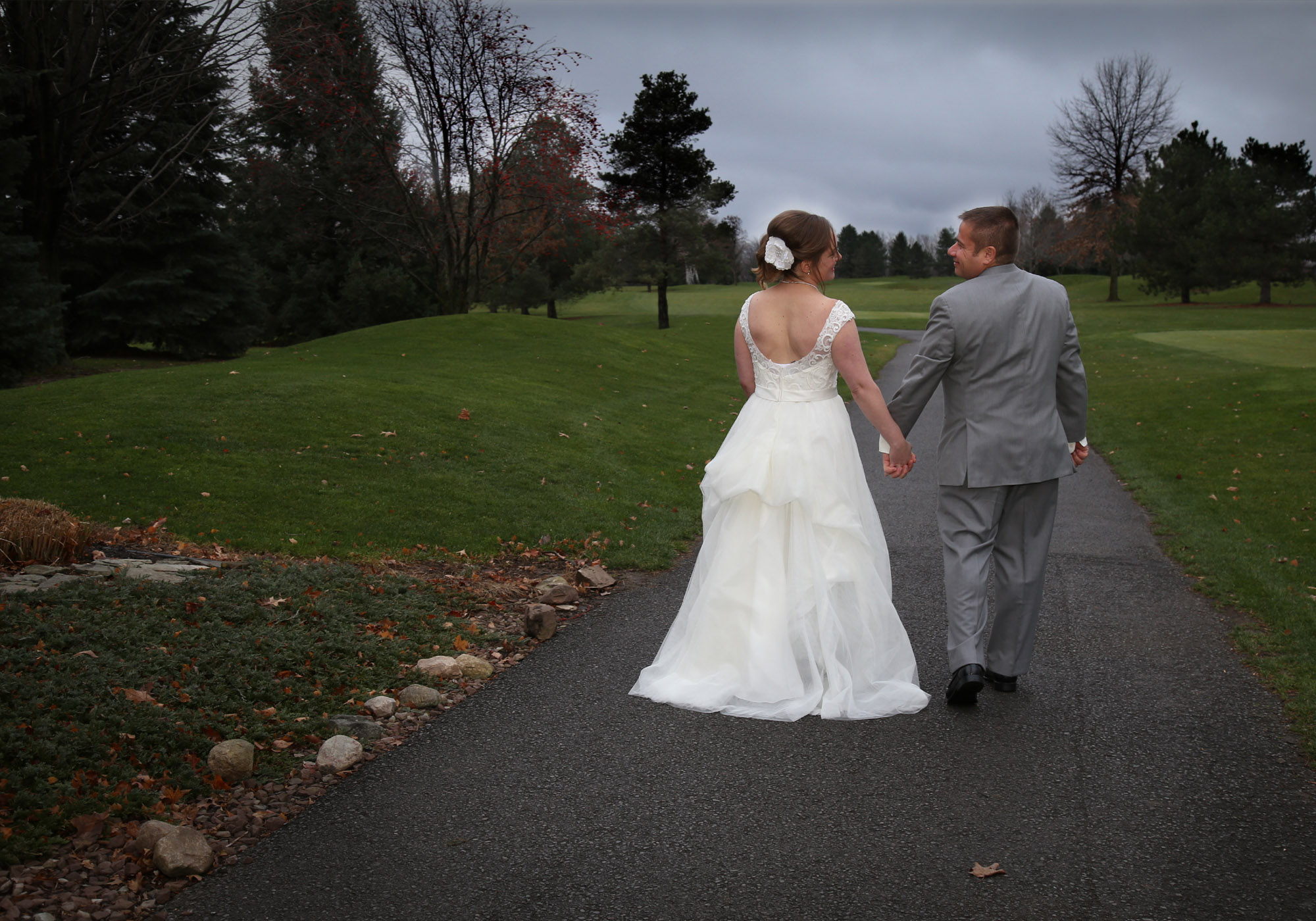 golf course wedding couple batavia
