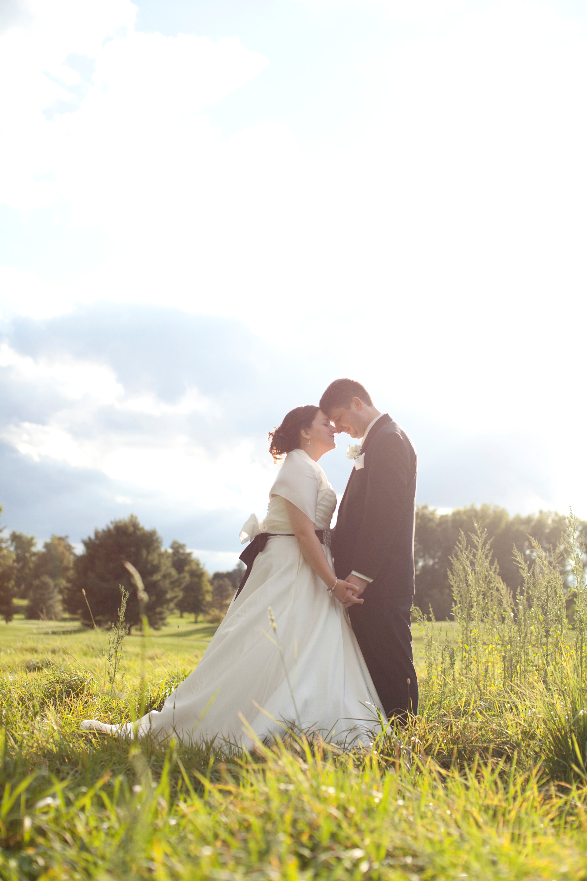 golf course wedding couple